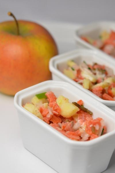 Verrines acidulées au tartare de saumon, saumon fumé, salicorne, câpres, pommes