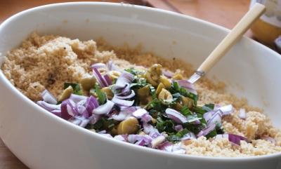 salade au couscous complet, oignons rouges, citrons confits