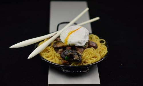 Nouilles œuf mollet et champignons, nouilles chinoises, oeuf mollet, champignons de Paris