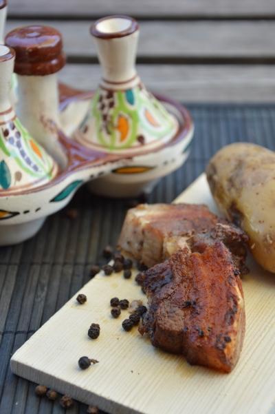 Poitrine de porc qui pique, poitrine de porc, poivre en grains