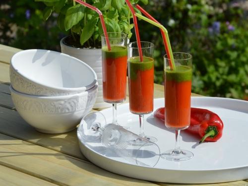 Verrines rouge et vert, verrines, tomate, poivron, basilic, persil
