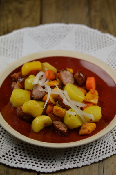 Poêlée d'hiver, pommes de terre navets boule d'or, courge butternut, carottes, oignon doux, saucisse de Morteau