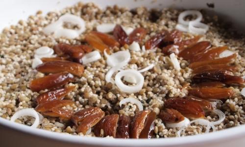 salade de lentilles à la semoule d'orge, lentilles, semoule d'orge, dattes, tchicha