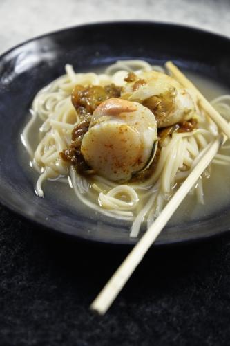 Bouillon Udon aux Saint-Jacques, pâtes udon, coquilles saint-jacques, sauce soja