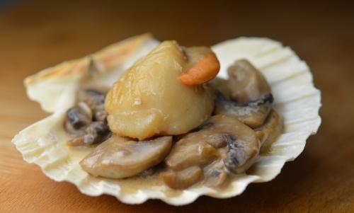 Noix de Saint-Jacques aux champignons, coquilles saint-jacques, champignons