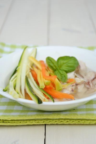 Bouillon de Cocotte aux carottes, bouillon de volaille, carottes, courgettes, basilic