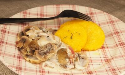 ronds de polenta et champignons, polenta, champignons