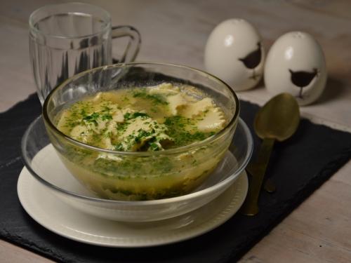 Pâtes à bouillon et œuf au vert, pâtes à bouillon, oeuf, herbes