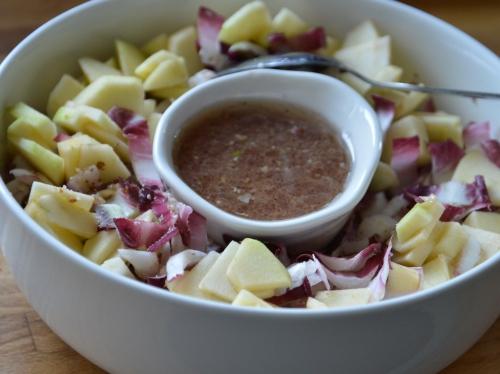 Salade d'endives et vin rouges, endives rouges, vin, pommes boskoop