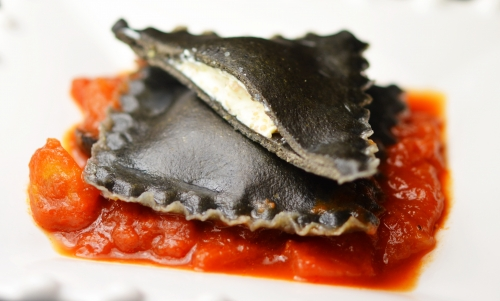 Ravioli à l'encre, ravioli, encre de seiche, oeufs de poisson