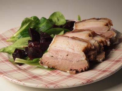 poitrine de porc façon gratton et salade rouge, grattons, poitrine de porc, betteraves rouges, mâche