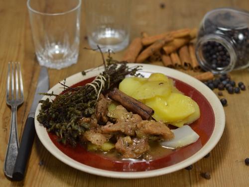Porc caramélisé en potée, porc, sauté de porc, pommes de terre, navets, cassonade