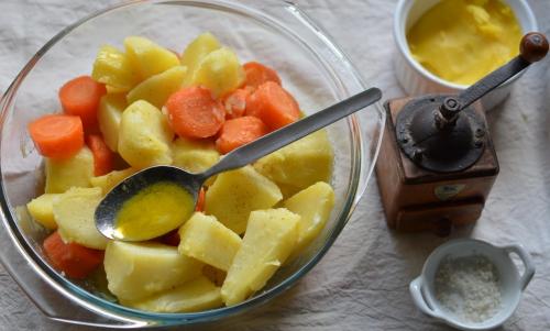 Pommes de terre et carottes périgourdines, pommes de terre, carottes, graisse d'oie, gravy, La Cocotte