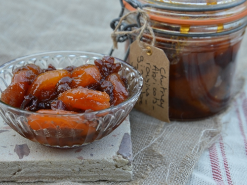 Chutney à l'abricot, chutney, abricots, raisins secs