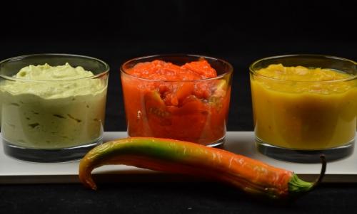 3 sauces aux poivrons, poivron vert, poivron rouge, poivron jaune