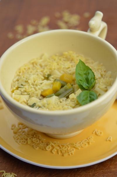 Potage pesto pastel, pâtes à potage, pistou, pesto, basilic