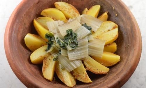 Tajine pommes de terre à la coriandre, pommes de terre, bettes, coriandre en grains, coriandre moulue