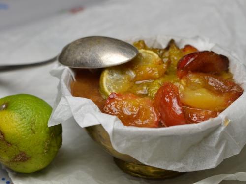 Compote de prunes aux épices, prunes, gingembre, citron vert