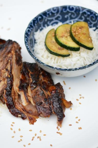 Porc noir au soja et courgettes sautées, porc, sauce soja, soja, courgettes, sésame