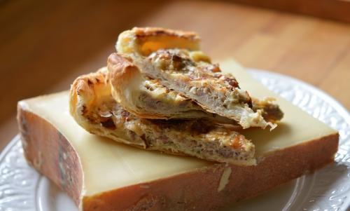 Tarte porc et beaufort, chair à saucisse, Beaufort, fromage de Beaufort, sarriette