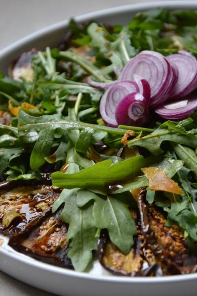 Roquette shoyu aux aubergines