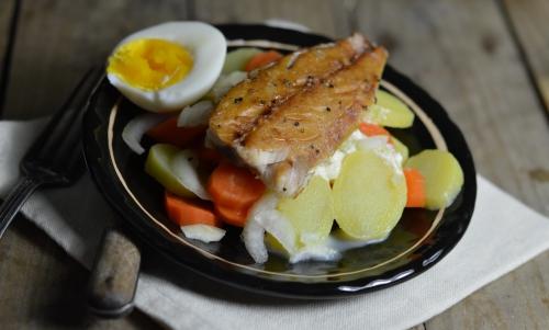 Maqu'salade au safran, pommes de terre, carottes, maquereau fumé, filets de maquereau fumé