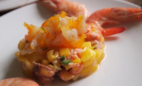 tartare dégradé d'ornage, saumon, truite saumonnée, haddock, mangue,