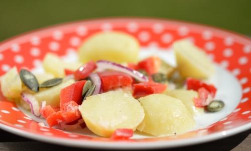 salade de pommes de terre et poivrons rouges, pommes de terre, poivrons rouges