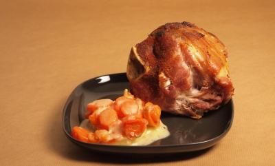 cousin-cousine en gratin et jambonneaux rôtis, panais, carotte, jambonneau