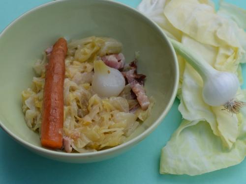 Chou cabus Mère-Grand, chou cabus, carottes nouvelles, oignons nouveaux