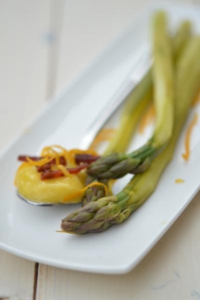 Asperges à l'espagnole, asperges vertes, chorizo, mayonnaise, safran