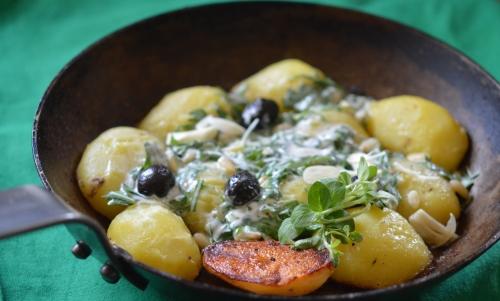 Pommes de terre rucola-aglio-origano, pommes de terre, roquette, ail, origan