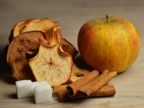Pommes séchées à la cannelle, pommes, cannelle