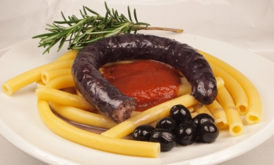 saucisses sardes au vin rouge et ziti, saucisses sardes, ziti, vin rouge
