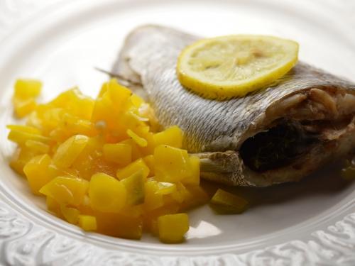 Dorade grise et carottes jaunes à l'échalote, dorade grise, carottes jaunes, échalotes