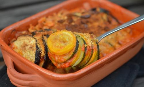 Crumble de légumes aux crackers, crumble, aubergines, tomates, courgettes, pâte de poivron, Tuc, crackers, chorizo