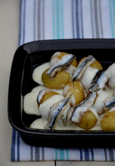Grenaille aux anchois frais et stracchino, grenaille, stracchino, anchois