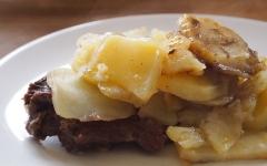 steak, attendrisseur, pommes de terre, oignons