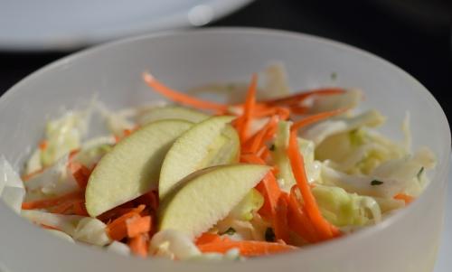 Salade Pomchou, chou blanc, pommes, carottes