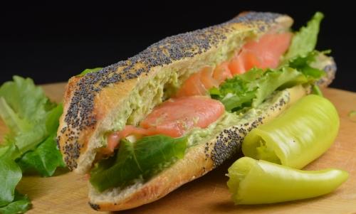 Sandwiches à la crème d'avocat, sandwich, avocat, coriandre, saumon fumé