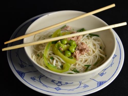 Potage de nouilles chinoises aux petits pois