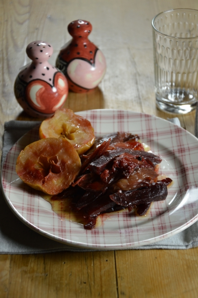 Confit rouge aux échalions, échalions, betteraves, pommes