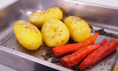 roast potatoes, christmas roast potatoes, la cocotte