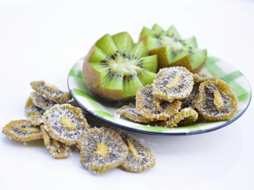 Kiwis séchés au sucre, kiwis, sucre en poudre