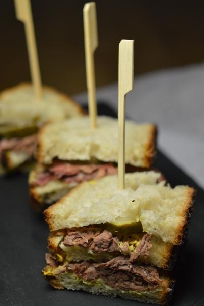 Sandwich bœuf au foin, boeuf, poitrine de boeuf, foin