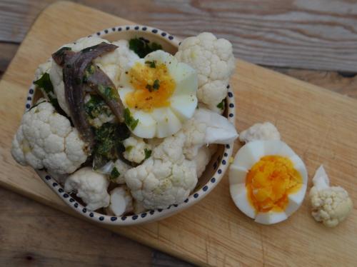 Œufs et chou-fleur en sauce aux câpres
