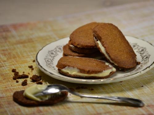Biscuits bruns au chocolat blanc