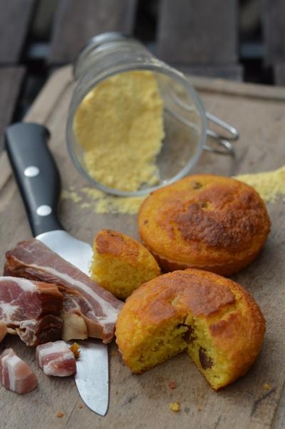 Crackling bread, lard frit, pain de maïs