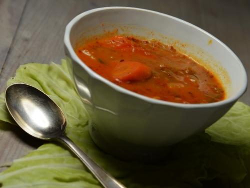Soupe hongroise, chou vert, pommes de terre, carottes, paprika