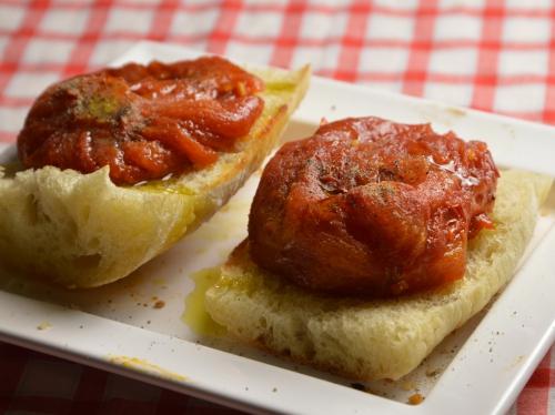 Toasts de tomates confites, tomates confites